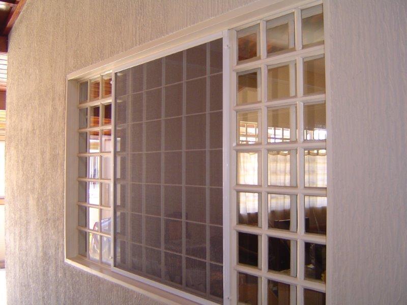 Tela para janela contra mosquito