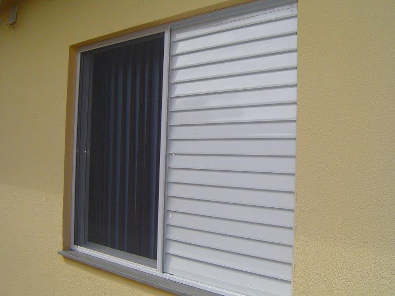 Tela contra mosquito para janela de apartamento